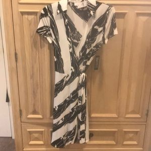 Black & white printed wrap dress